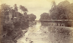[Kham River scene in] Aurungabad [Aurangabad] City.